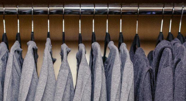 マークザッカーバーグのシャツ収納